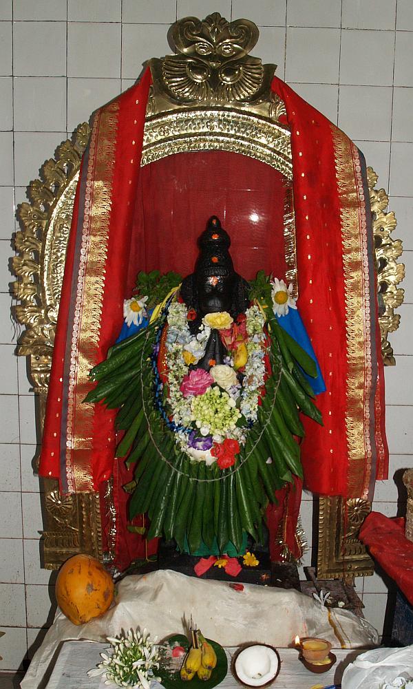 Hanuman temple in Nuwara Eliya, Lanka.jpg